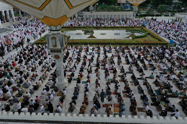 Foto Udara: Suasana Salat Idul Adha di Masjid Terbesar Aceh (60662)