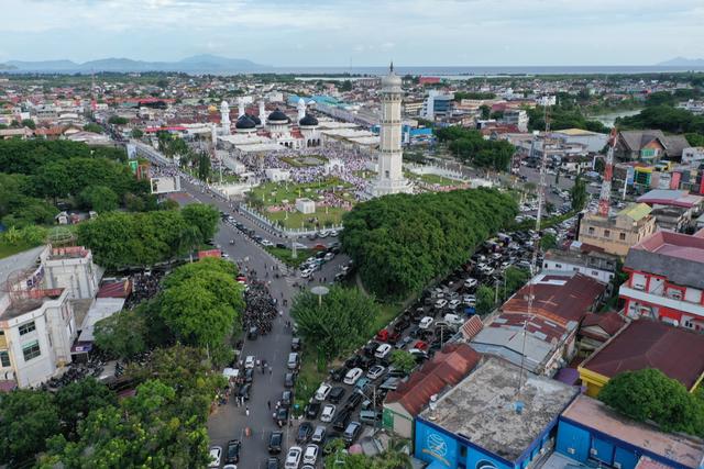Foto Udara: Suasana Salat Idul Adha di Masjid Terbesar Aceh (60664)