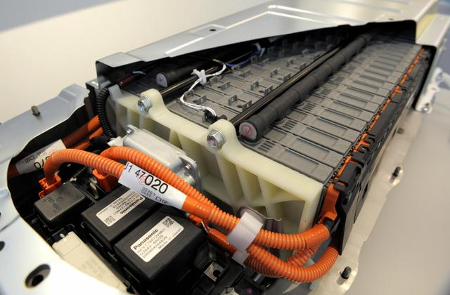 Toyota Gandeng Panasonic untuk Produksi Baterai Mobil Listrik Murah (43375)
