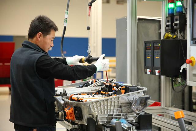 Toyota Gandeng Panasonic untuk Produksi Baterai Mobil Listrik Murah (43376)
