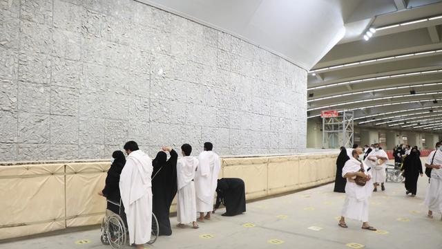 Haji 2021: Suasana Jemaah Mabit di Muzdalifah, Lempar Jumrah, dan Tawaf Ifadah (731035)