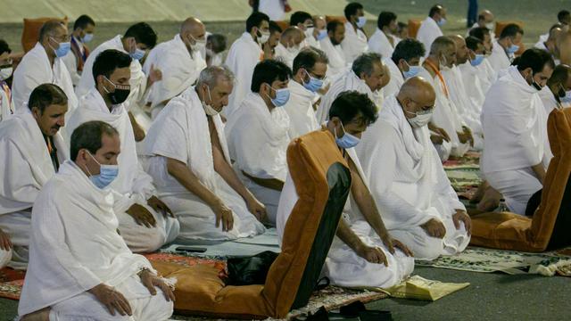 Haji 2021: Suasana Jemaah Mabit di Muzdalifah, Lempar Jumrah, dan Tawaf Ifadah (731031)