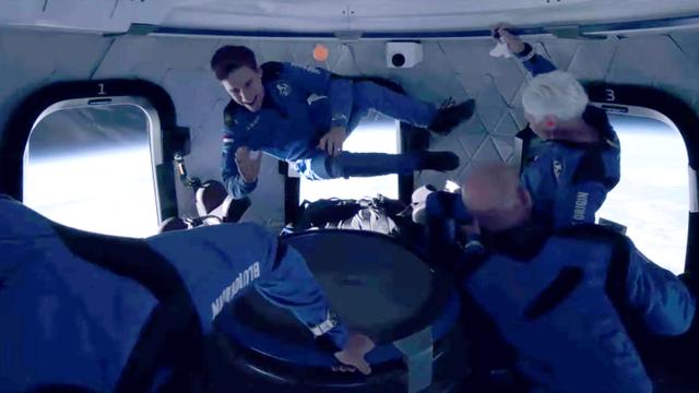 Jeff Bezos dan Richard Branson ke Luar Angkasa, Layak Disebut Astronaut? (63343)