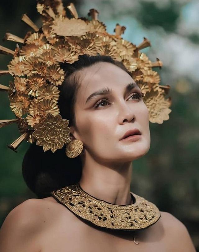 Potret Luna Maya Mengenakan Pakaian Adat Bali, Banjir Pujian dari Netizen (23944)