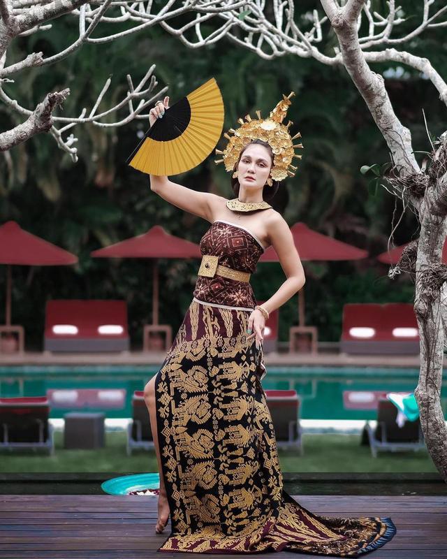 Potret Luna Maya Mengenakan Pakaian Adat Bali, Banjir Pujian dari Netizen (23946)