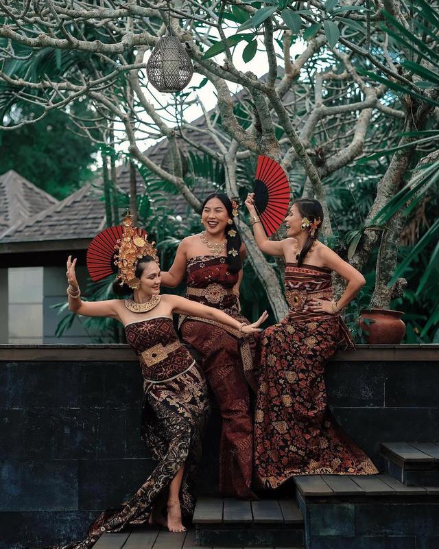 Potret Luna Maya Mengenakan Pakaian Adat Bali, Banjir Pujian dari Netizen (23947)
