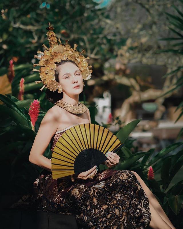 Potret Luna Maya Mengenakan Pakaian Adat Bali, Banjir Pujian dari Netizen (23948)
