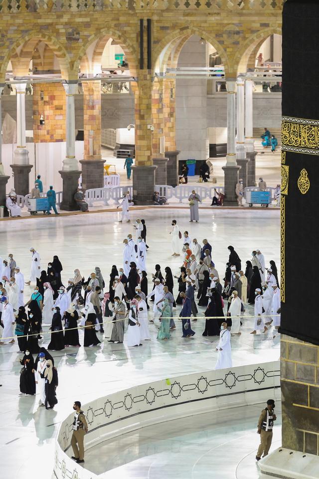 Foto: Jemaah Haji 2021 Melakukan Tawaf Ifadah dengan Menjaga Jarak (405936)