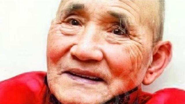 Kisah Perjuangan Kakek Tukang Becak Berhati Mulia Sekolahkan 300 Anak Miskin (1082484)