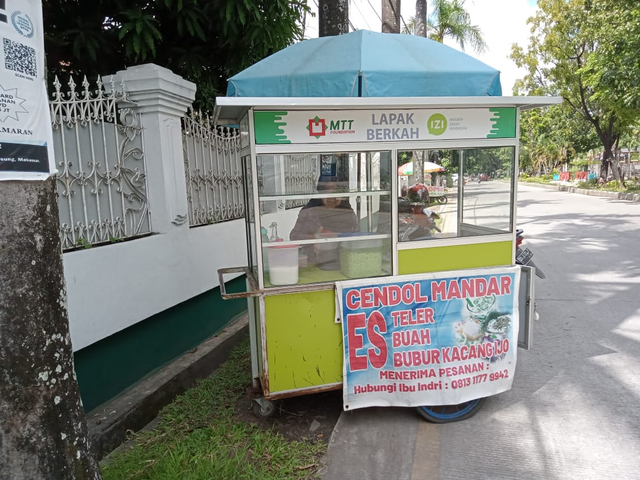 Pandemi Omset Menurun Tak Menghalangi Semangat Pedagang Lapak Berkah IZI - MTT  (337927)