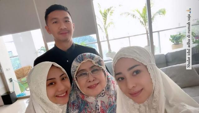 9 Seleb yang Rayakan Idul Adha Pertama Bersama Pasangan di Tahun 2021 (86870)