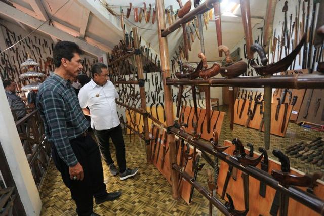 Senjata Tradisional Sulawesi Selatan, Ini 8 Alat Khas Suku Bugis (90503)