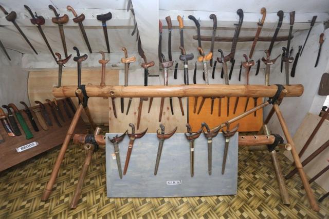 Senjata Tradisional Sulawesi Selatan, Ini 8 Alat Khas Suku Bugis (90504)