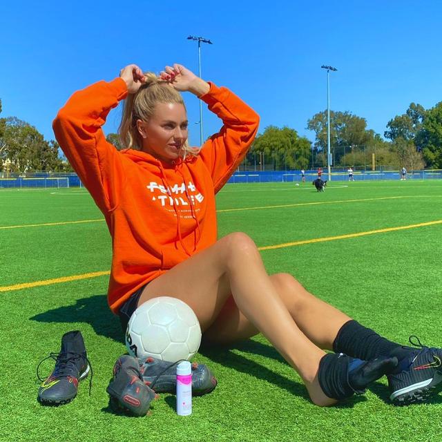10 Pesepak Bola Wanita yang Paling Hot, Ada Kekasih Bintang Bayern Muenchen (65272)