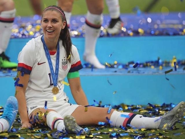 10 Pesepak Bola Wanita yang Paling Hot, Ada Kekasih Bintang Bayern Muenchen (65275)