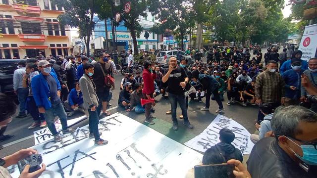 Buntut Demo Tolak PPKM di Bandung: 170 Ditangkap; 7 Orang Positif COVID-19 (82588)