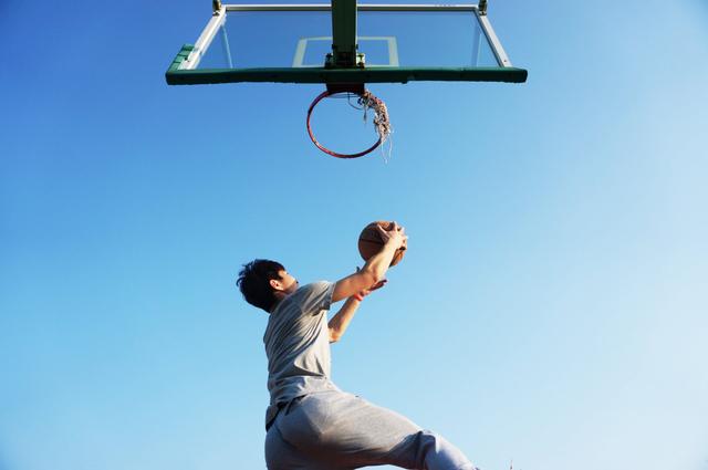 Lay Up Shoot dalam Bola Basket, Kenali Cara dan Jenisnya (489856)