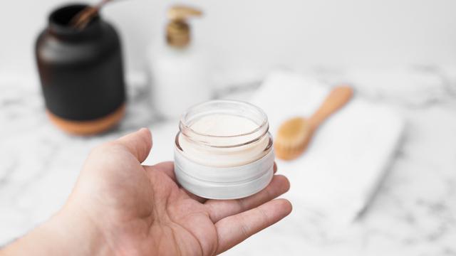 Urutan Skincare untuk Pemula, Biar Kulit Wajah Awet Muda (55113)