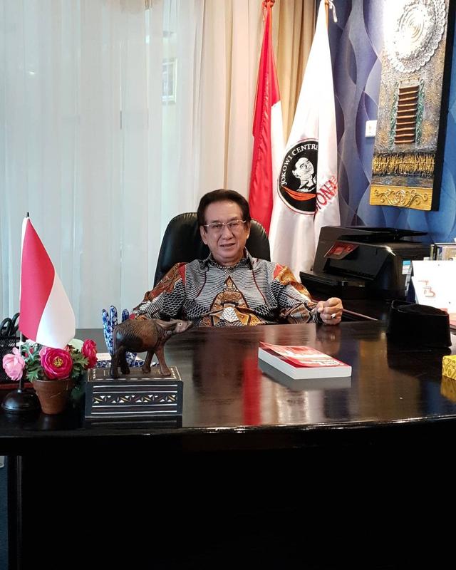 Anak Anwar Fuady Dimakamkan Berdampingan dengan Pusara Ibundanya (499022)