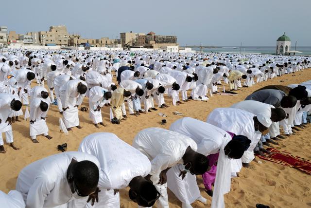 Foto: Muslim Layene Senegal Rayakan Idul Adha di Pantai Yoff (125677)