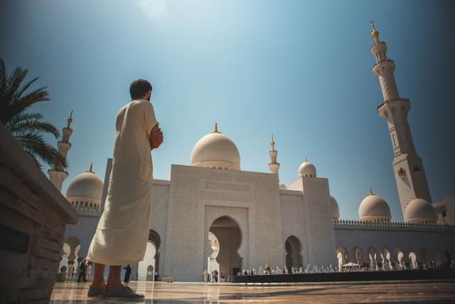 Doa Setelah Iqomah dan Adab Ketika Mendengarkannya (153759)