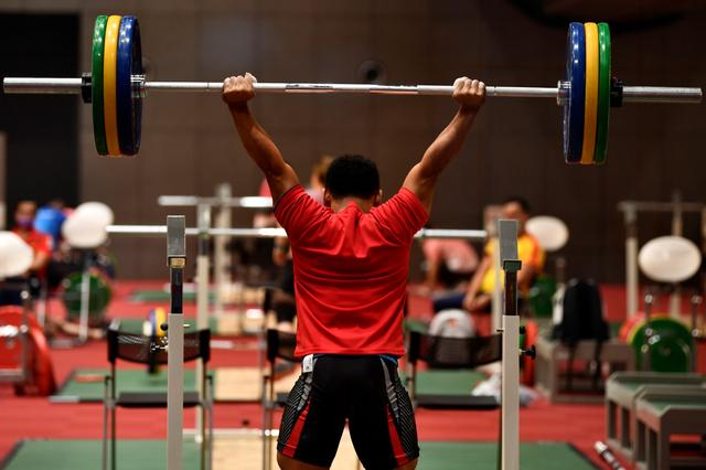 Foto: Latihan Atlet Angkat Besi RI Jelang Berlaga di Olimpiade Tokyo 2020 (73792)