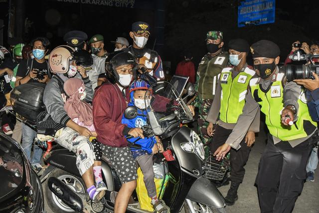 UMR Karawang 2021 dan Seluruh Kabupaten di Jawa Barat (480489)