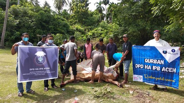 Alumni IPB Aceh Sembelih Hewan Kurban untuk Warga Desa Tertinggal di Aceh Besar (27696)