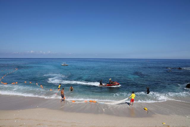 Nyawa Jadi Taruhan, Pulau Indah Ini Akhirnya Larang Turis Berenang (341316)