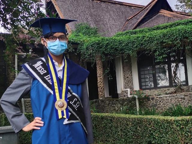 Lulus Kuliah di Usia 18 Tahun, Cowok Ini Jadi Sarjana Termuda di ITB (40082)