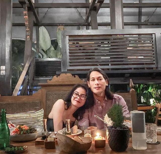 Biasa Sangar, Intip 7 Potret Mesra Chef Juna Bareng Pacar yang Jarang Tersorot (28798)