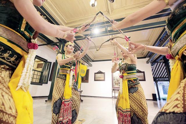 Gerakan Tari Serimpi, Seni Klasik Keraton Yogyakarta (38372)