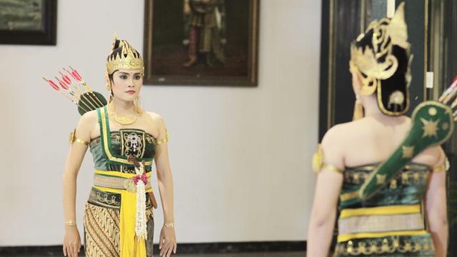 Gerakan Tari Serimpi, Seni Klasik Keraton Yogyakarta (38373)