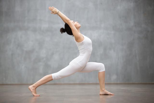 3 Pose Yoga yang Bisa Membantu Menurunkan Berat Badan (82814)