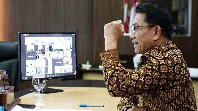 5 Berita Populer: Kemendikbud Borong Laptop Zyrex; Moeldoko Somasi ICW (354479)
