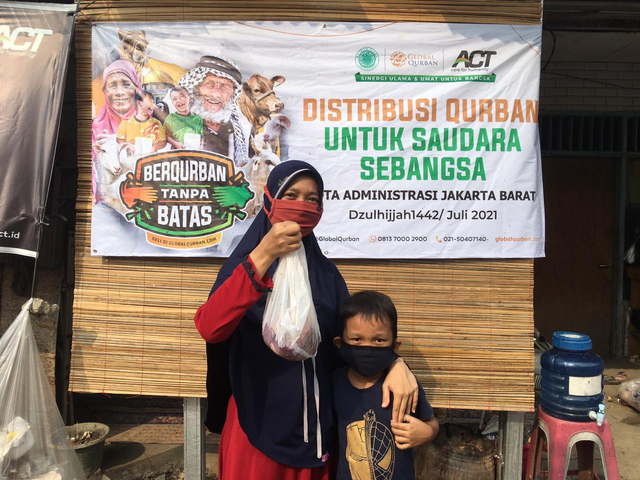ACT Jakarta Barat bersama Masjid Green Park View Distribusi 15 Hewan Qurban (164193)