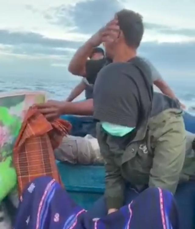 Kisah Heroik Bidan di Sulteng Bantu Ibu Melahirkan di Perahu (211503)