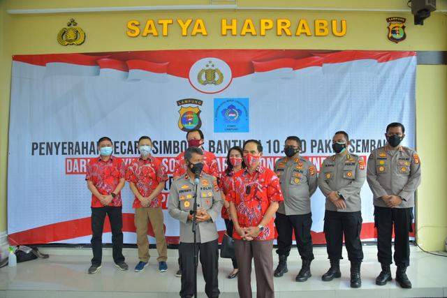 Polda Lampung Terima Paket Sembako untuk Masyarakat yang Terdampak PPKM Level 4 (39162)