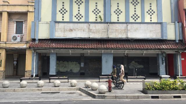 Foto: Sepinya Pertokoan di Jalan Malioboro saat PPKM Level 4 (94936)