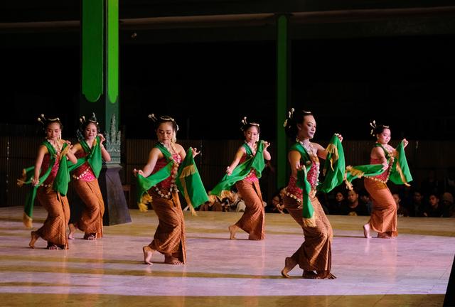 Fungsi Tari Gambyong, Seni Pertunjukan yang Khas (216871)