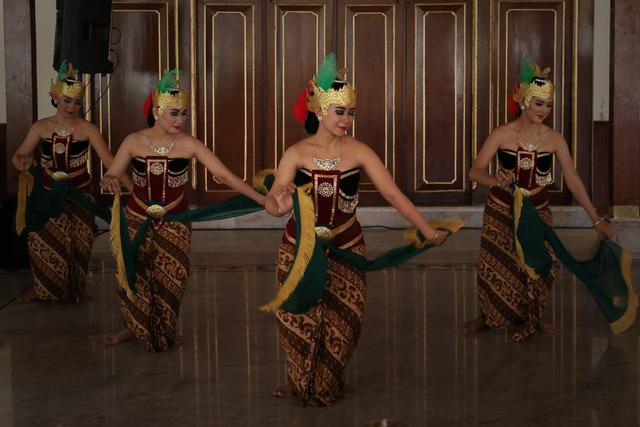 Fungsi Tari Gambyong, Seni Pertunjukan yang Khas (216872)
