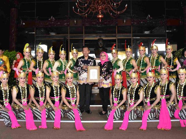 Fungsi Tari Gambyong, Seni Pertunjukan yang Khas (216869)