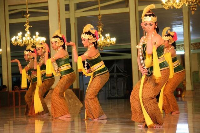 Fungsi Tari Gambyong, Seni Pertunjukan yang Khas (216870)