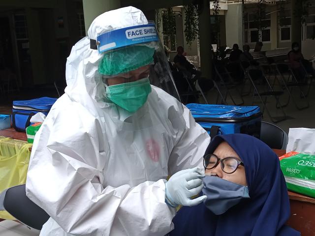 Data COVID-19 Beda, Epidemiolog Unair: Tracing dan Testing Kurang (409126)