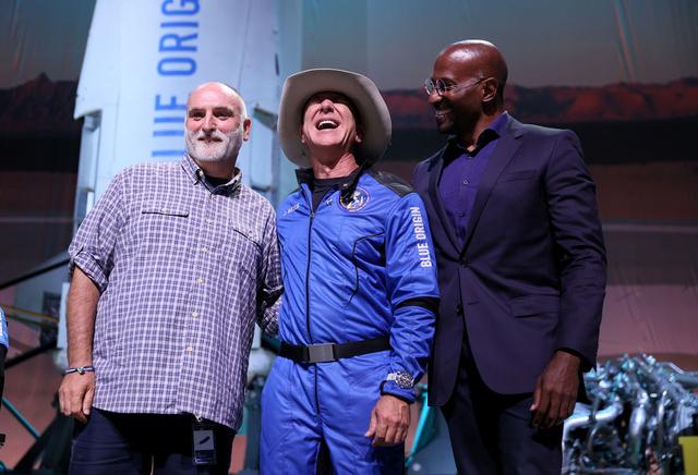 Jeff Bezos Donasi Rp 1 Triliun untuk Chef Jose Andres dan World Central Kitchen (161197)