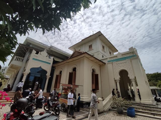 Foto: Salat Jumat di Masjid Ulee Lheu, Tempat Bersejarah di Banda Aceh  (743703)