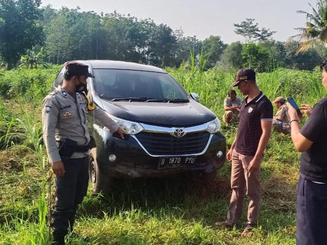Diduga Mobil Curian, Warga di Lamtim Temukan Avanza di Dekat Kebun Singkong (403382)