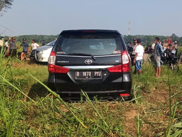 Diduga Mobil Curian, Warga di Lamtim Temukan Avanza di Dekat Kebun Singkong (403383)