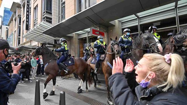 Tolak Lockdown, Massa di Australia Bentrok dengan Polisi (123052)