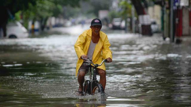 Badai Tropis Menerjang, 15 Ribu Warga Manila Dievakuasi (119900)